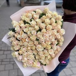 букет кремових троянд в Івано-Франківську