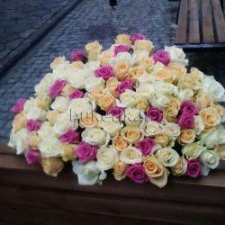 Фото товару 101 троянда мікс (біла, кремова, рожева)
