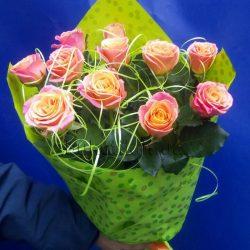 Фото товару 11 троянд «Місс Піггі»