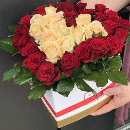 Фото товару 51 троянда серце у спеціальній коробці