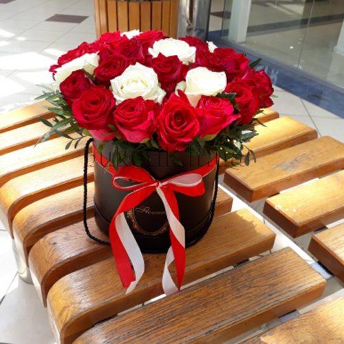 Фото товару 33 троянди мікс у коробці