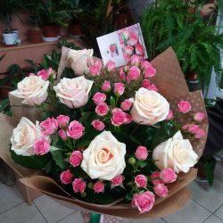 Букет з троянд і кущових троянд