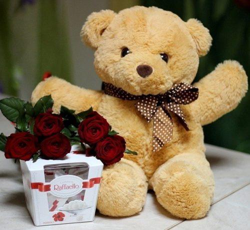фото Ведмедик із трояндами та Raffaello