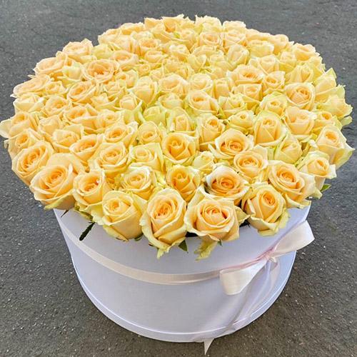 товар 101 кремова троянда в капелюшній коробці