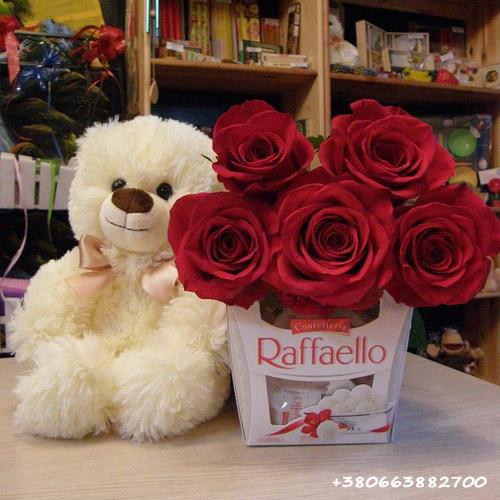товар 5 червоних троянд, ведмедик та цукерки