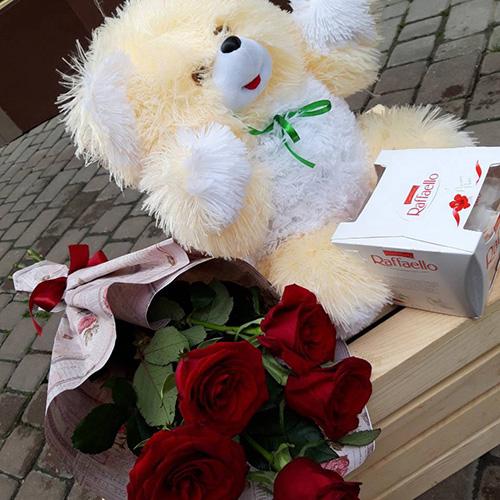 фото ведмедик з квітами та цукерками