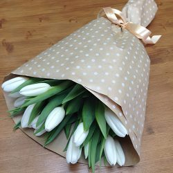 букет 15 білих тюльпанів
