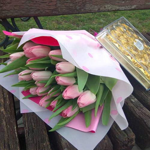 25 тюльпанів із цукерками фото