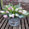 """букет Капелюшна коробка """"Весняна"""" (25 тюльпанів)"""