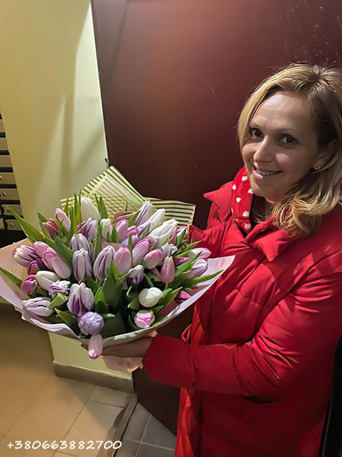 фотозвіт вручення тюльпанів