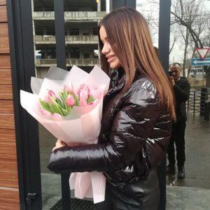 Букет ніжно-рожевих тюльпанів вручення букета
