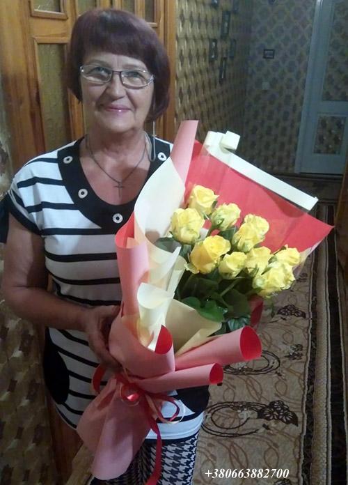 11 кремових троянд фото букета