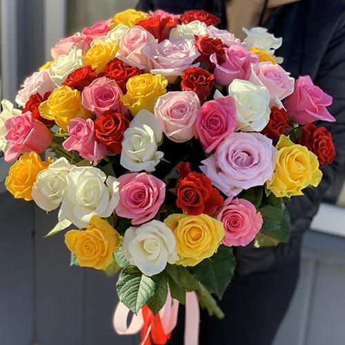 фото букета 51 різнобарвна троянда