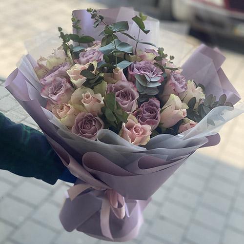 мікс букет з трояндами