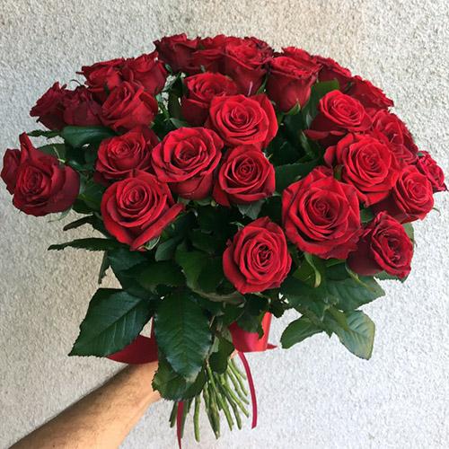 33 червоні троянди фото букета